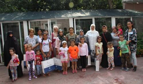 Tülay Aydın, Çocuklara Bayramlık Dağıttı