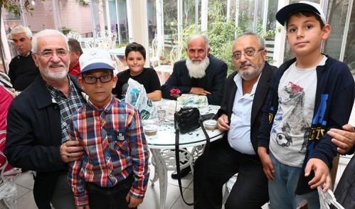 Dedeler ve torunlar Zahir Kafe'de buluştu