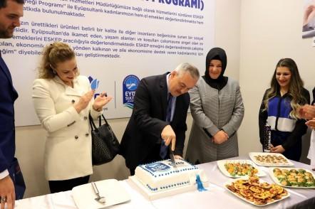 Eyüpsultan Belediye Başkanı Remzi Aydın, düzenlenen bir törenle, Eyüp Sultan Kadın Emeği Programı'nın (ESKEP) yeni merkezinin açılışını yaptı.